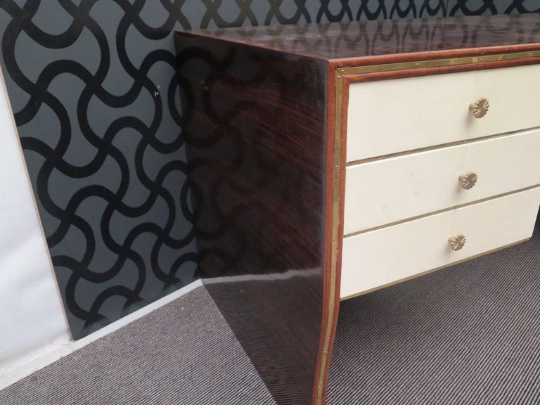 Art Deco Rectangular Walnut Brass and Goatskin Italian Writing Desk, 1930 For Sale 3