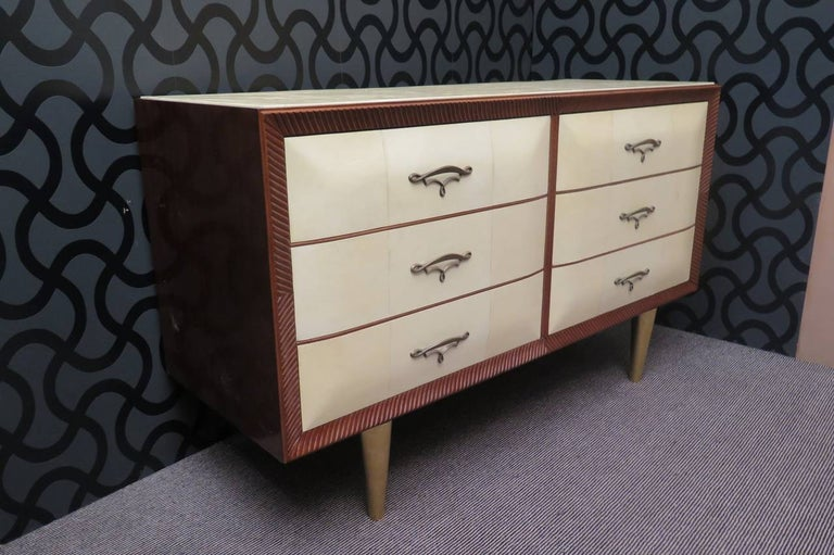 Art Deco Walnut Wood GoatSkin and Brass Italian Chest of Drawers, 1940 For Sale 2