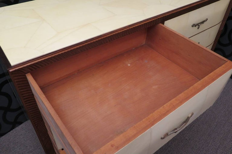 Art Deco Walnut Wood GoatSkin and Brass Italian Chest of Drawers, 1940 For Sale 3