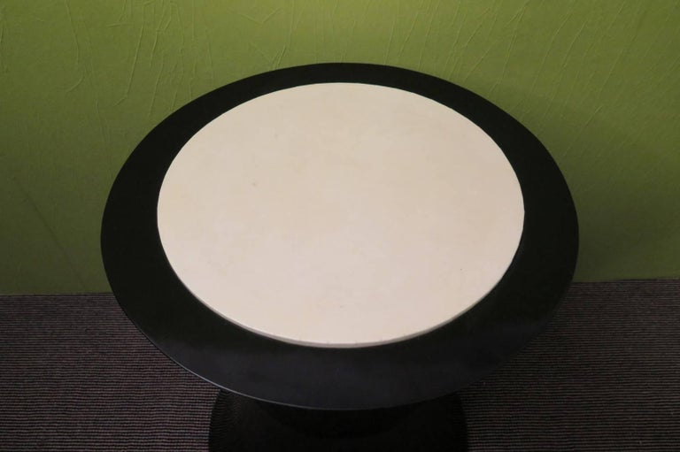 Pair of Round Black Italian Art Deco Side Tables, 1940 In Excellent Condition For Sale In Rome, IT