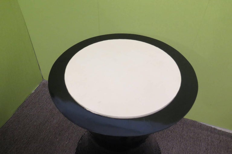 Pair of Round Black Italian Art Deco Side Tables, 1940 For Sale 1