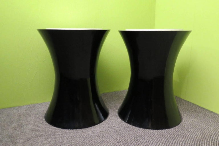 Pair of Round Black Italian Art Deco Side Tables, 1940 For Sale 3