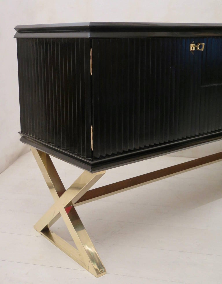 Midcentury Black Shellac and Brass Italian Sideboard, 1950 In Excellent Condition For Sale In Rome, IT