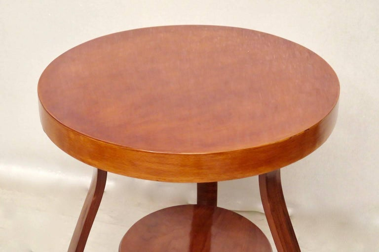 Art Deco Round Cherrywood Italian Side Table, 1930 In Excellent Condition For Sale In Rome, IT