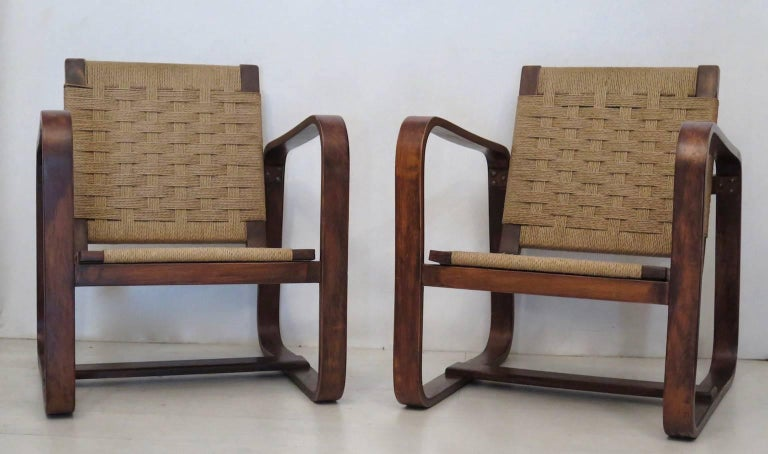 A very rare and essential pair of armchairs in 1940.   Giuseppe Pagano Pogatschnig e Gino Maggioni designed this fine armchairs in curved wood. It is formed by two large square in curved wood, (typical processing of that historical period), that act