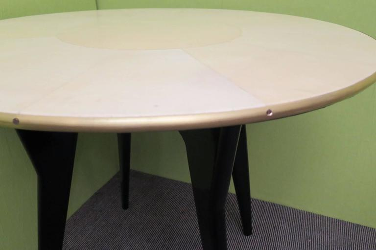 1940s Round Parchment Leather Art Deco Card and Tea Table In Excellent Condition For Sale In Rome, IT