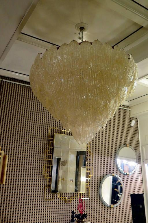 Murano chandelier from the 1940. All in Murano Art glass, with gold leaves placed all around. The color of this very classic Murano chandelier is very strong gold. Its construction is made of curved leaves hanging around an iron structure. Its gold