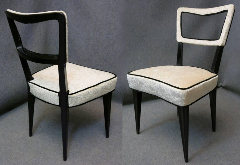 Eight chairs attributed to Osvaldo Borsani difficult to find both for the number that for the very particular model. Are oak lacquered black, were covered with a crumpled white velvet of Italian manufacture from