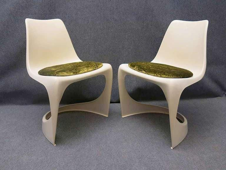 """Chair """"Cantilever 290"""" : solid cast plastic structure. May sometimes have a yellow or orange colour cushion on the seat. Published by """"cado"""" in 1970. Published on: La cote du Design 1950. 1960. 1970. Activities: Own Design offices in Denmark,"""