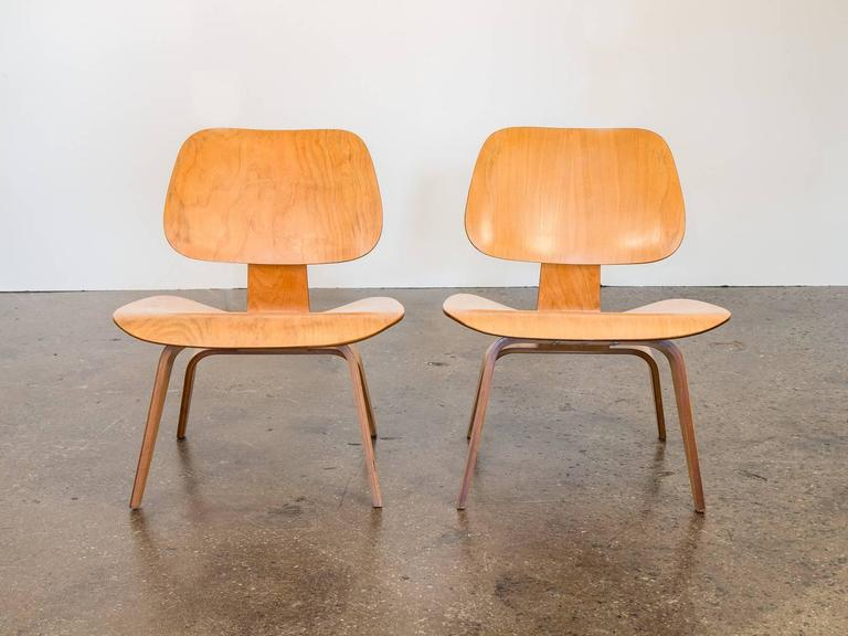 Merveilleux Mid Century Modern Eames LCW Lounge Chairs For Herman Miller For Sale
