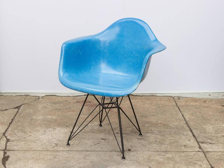Charmant Set Of Four Classic Charles And Ray Eames Molded Fiberglass Armchair In  Blue On The Black
