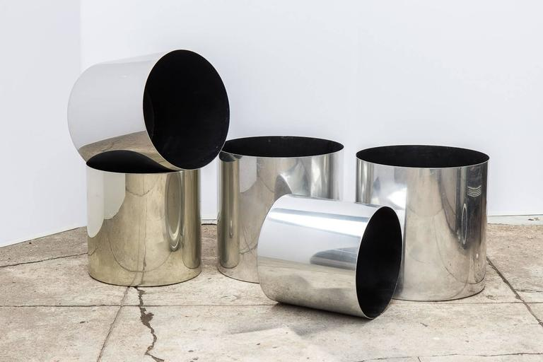 Large, 1970s polished aluminium planters designed for architectural supplements by Paul Mayen for Habitat Furnishings. Sold as a set of five. Industrial modern reflective exterior with matte black lining on the inside. The five planters vary in size