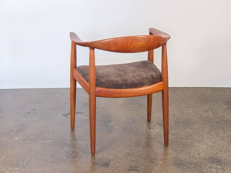 Hans J Wegner Round Chair In Good Condition For Sale In Brooklyn, NY