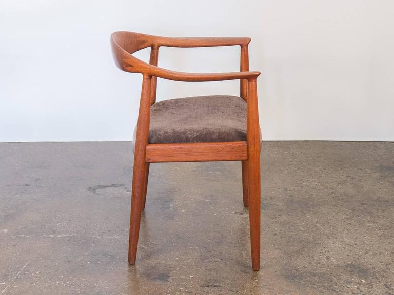 Scandinavian Modern Hans J Wegner Round Chair For Sale
