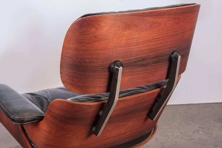 Molded Charles and Ray Eames 670 Lounge Chair for Herman Miller For Sale