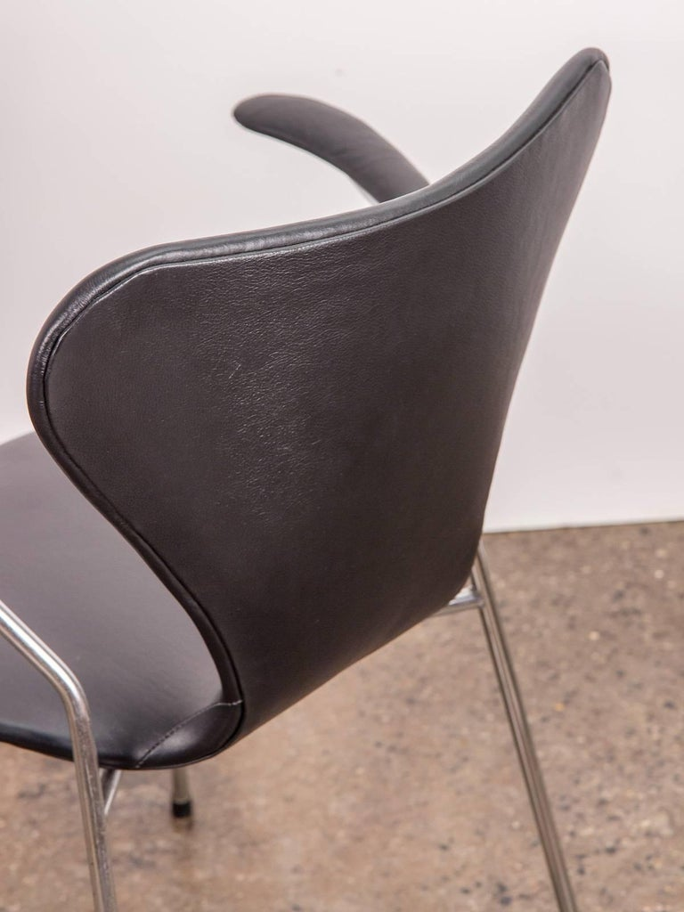 Arne Jacobsen Series 7 Black Leather Armchair for Fritz Hansen For Sale 1