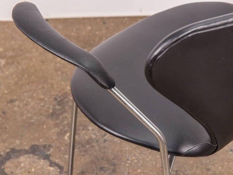 Arne Jacobsen Series 7 Black Leather Armchair for Fritz Hansen For Sale 2