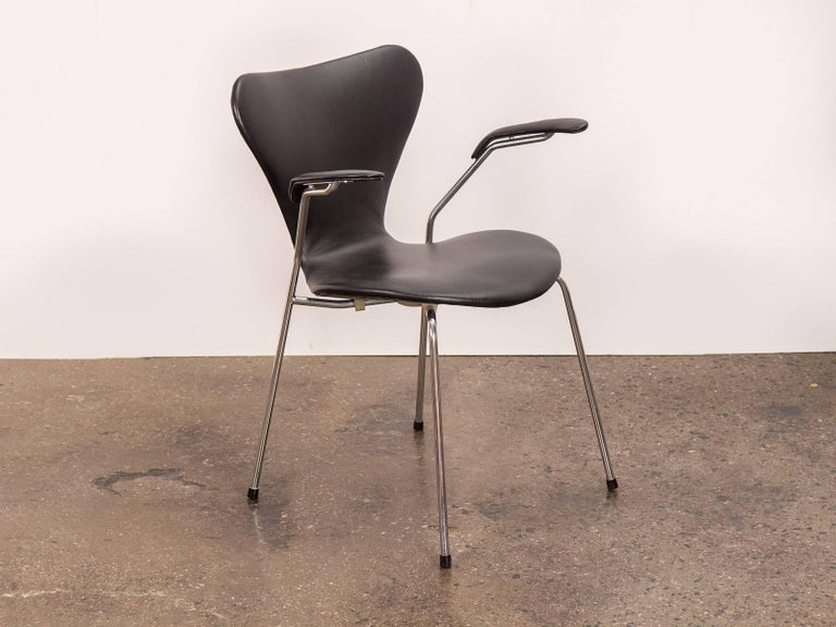 Vintage 1960s Arne Jacobsen Series 7 armchair for Fritz Hansen in new black leather, very good condition. Marked with the Fritz Hansen stamp on the underside. Made in Denmark.