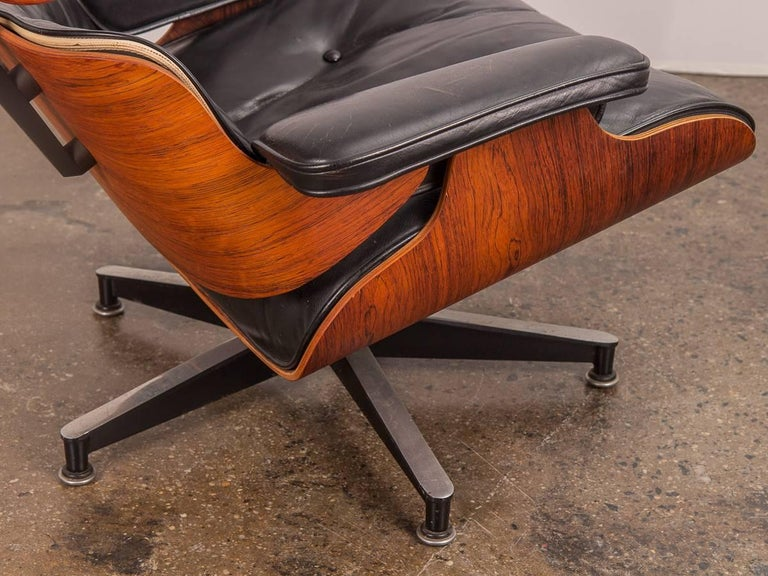 Pair of 1960s Eames 670 Lounge Chairs and 671 Ottomans For Sale 3