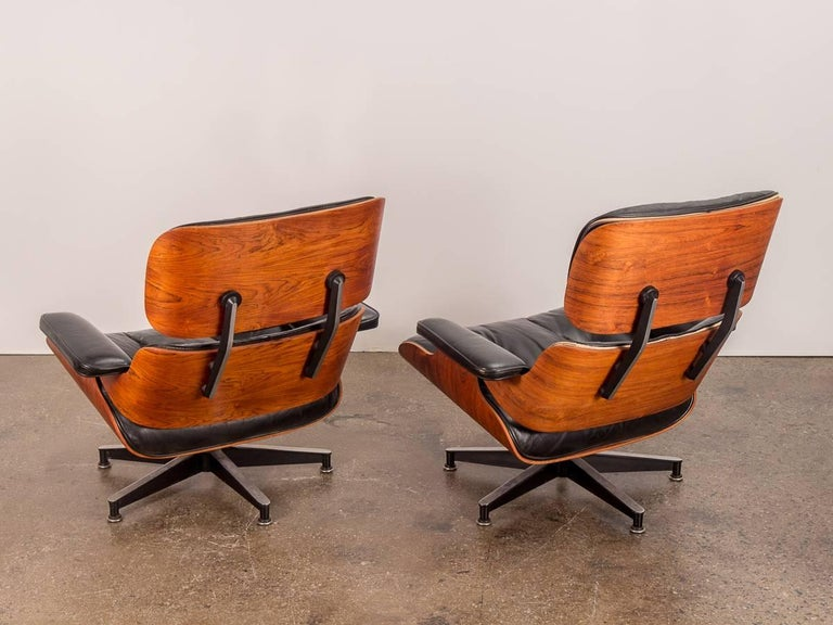 Mid-Century Modern Pair of 1960s Eames 670 Lounge Chairs and 671 Ottomans For Sale