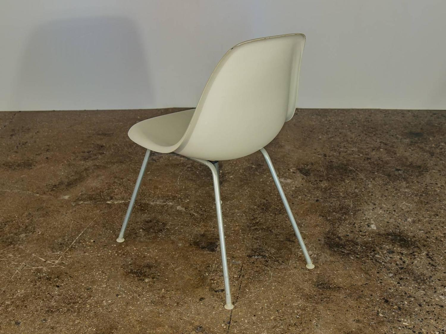 Charles and ray eames for herman miller white shell chairs for sale at