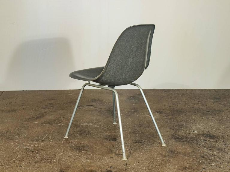Bon Mid Century Modern Charles And Ray Eames For Herman Miller Gray Shell  Chairs For Sale