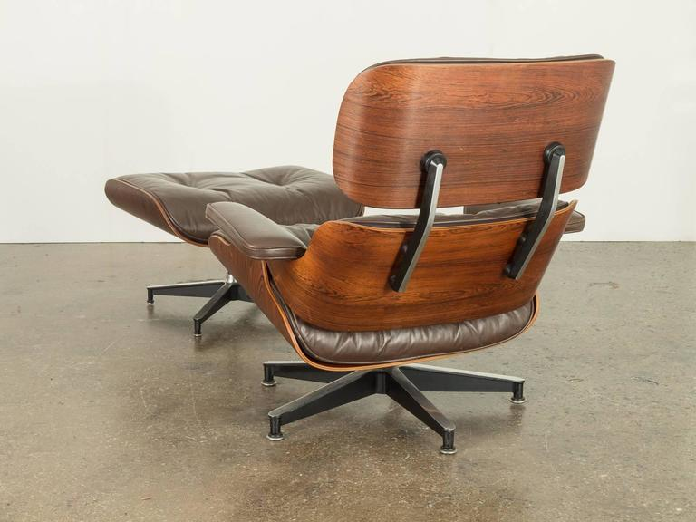 Mid Century Modern Brown Leather Eames 670 Rosewood Lounge Chair For Sale