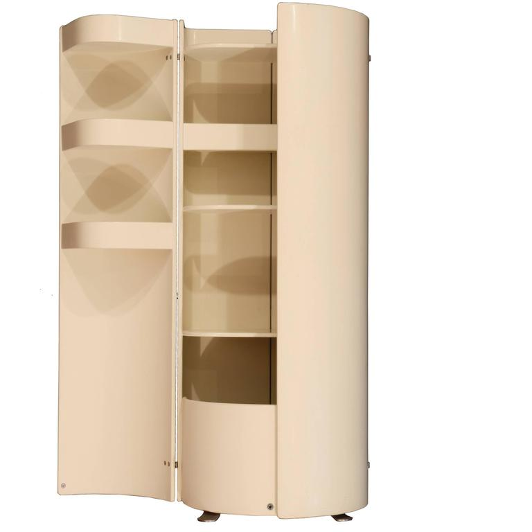 Painted Mid-Century Modern Italian Liquor Cabinet Attributed to Eugenio Gerli for Tecno For Sale