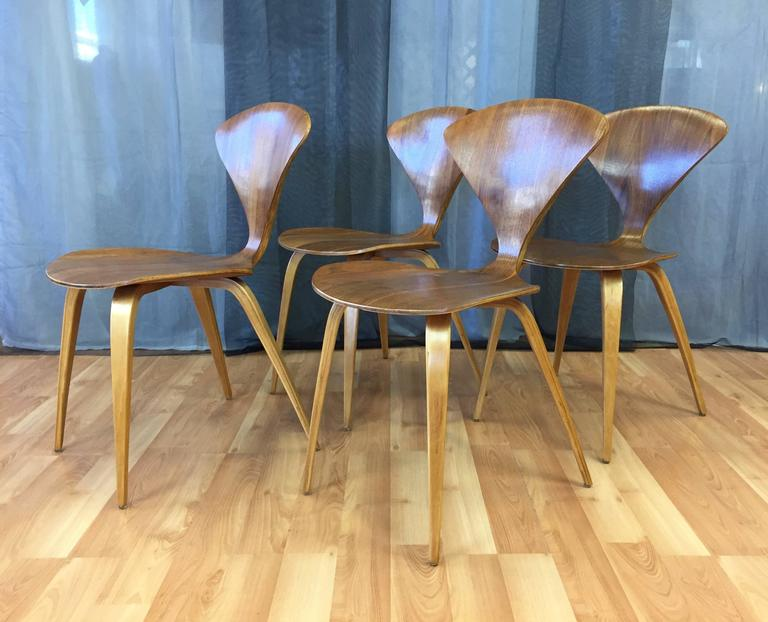 Mid Century Modern Set Of Four Vintage Cherner Side Chairs For Plycraft For  Sale