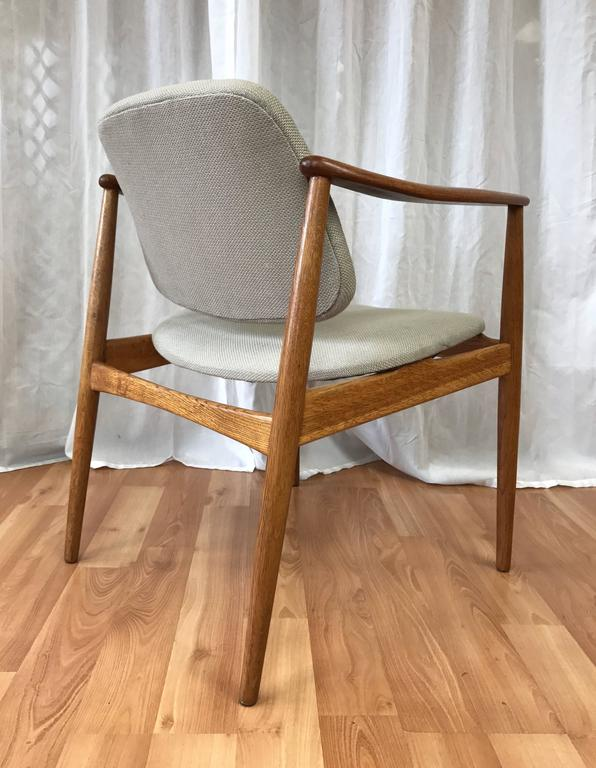 A Rare And Early Model U201cBO92u201d Oak Armchair Or Captainu0027s Chair With Pivoting  Backrest