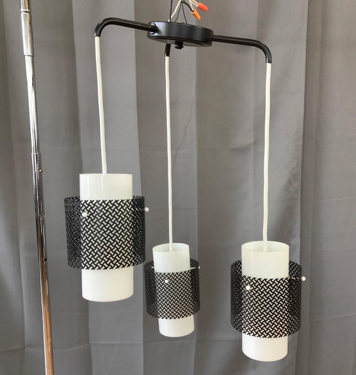 Mid-Century Modern Triple Pendant Ceiling Light Fixture In Good Condition For Sale In San Francisco, CA