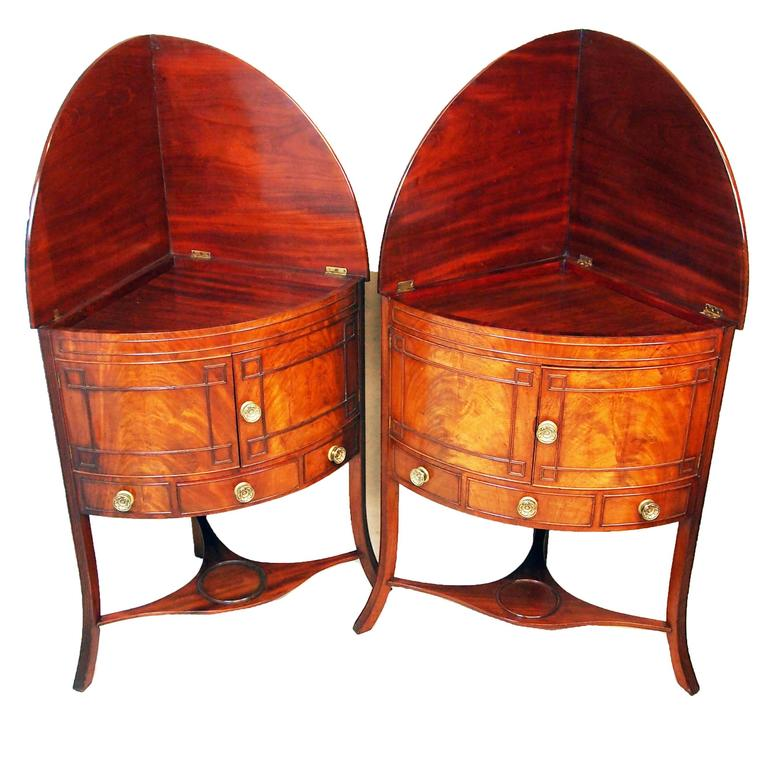 18th Century and Earlier Georgian Mahogany Pair of Bowfronted Corner Washstands For Sale