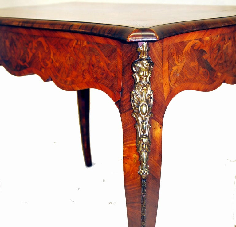 Victorian Antique 19th Century Walnut Centre Table For Sale