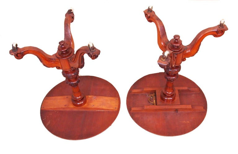 Antique 19th Century Pair of Walnut Lamp Tables In Good Condition For Sale In Bedfordshire, GB