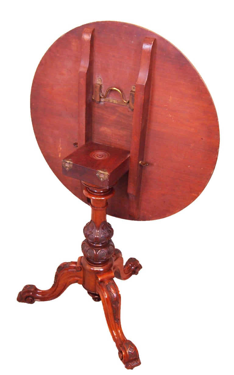 Victorian Antique 19th Century Pair of Walnut Lamp Tables For Sale