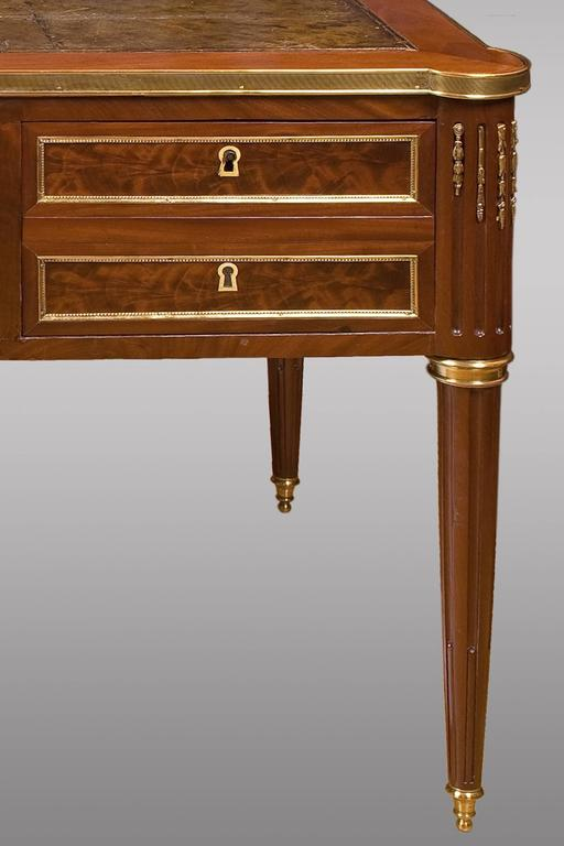 Louis xvi mahogany bureau plat with ormolu mounted for for Bureau louis xvi