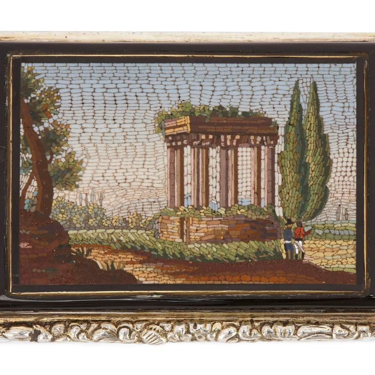Antique Chased Silver Snuff Box Set with Fine Italian Micromosaic Plaque In Good Condition For Sale In London, GB
