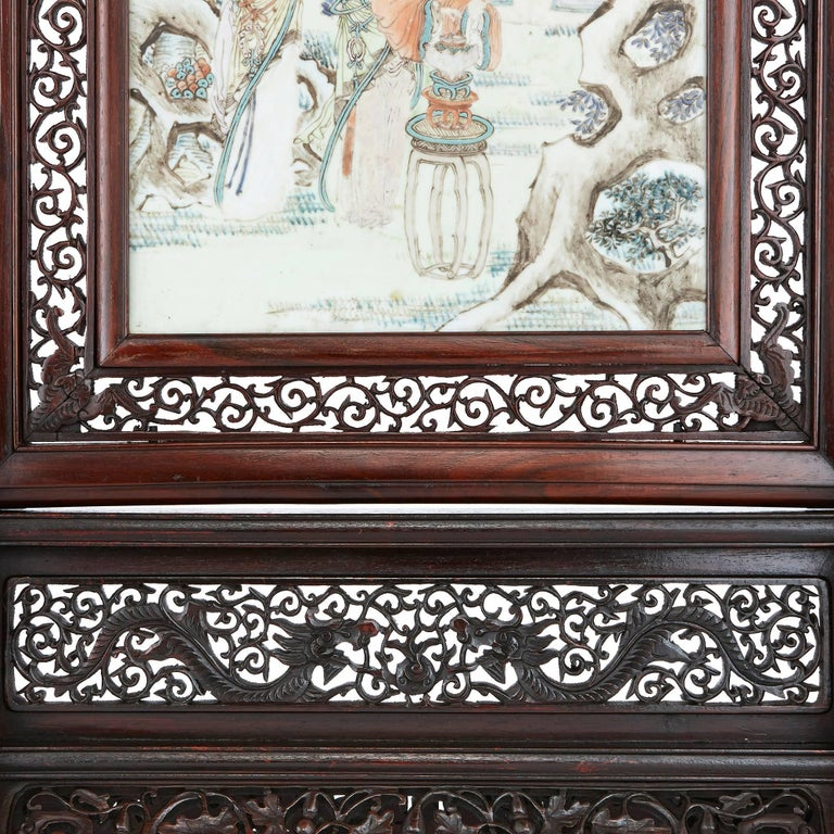Antique Chinese Rosewood Screen with Painted Porcelain Plaque In Excellent Condition In London, GB