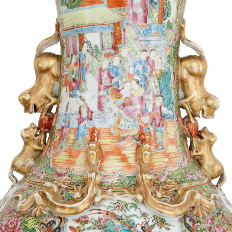 Large Pair of Chinese Qing Dynasty Porcelain Vases In Good Condition For Sale In London, GB