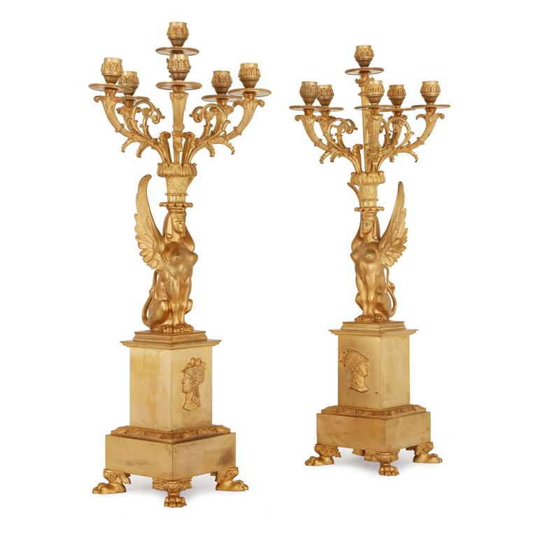 Empire Style Ormolu Clock Set Depicting the Oath of the Horatii In Good Condition For Sale In London, GB