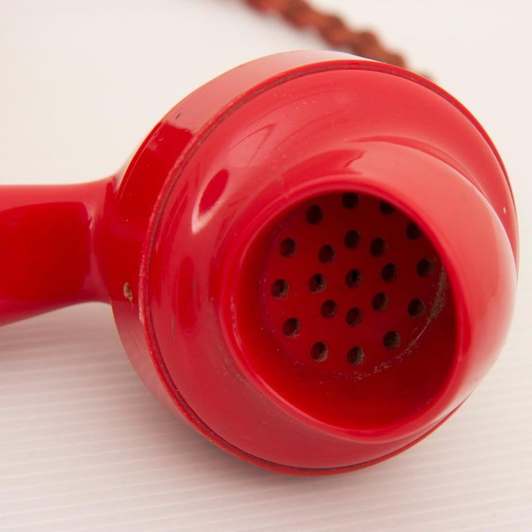 Art Deco Red Bakelite Telephone In Good Condition For Sale In London, GB