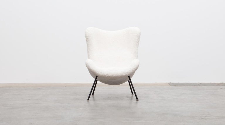 1950s White Faux Fur on Brass Legs Lounge Chairs by Fritz Neth In Excellent Condition For Sale In Frankfurt, Hessen, DE