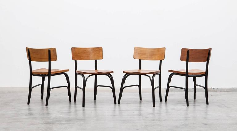 Black bentwood, oak Side Chairs by Fritz Hansen, Denmark, 1930.  This beautifully curved side chair made of a lacquered bentwood and an oak seating and backrest. The seating has a beautiful sculpted shape for a comfortable seating position. It is