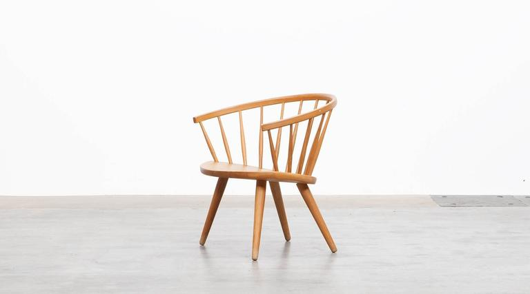 Beautiful, sculptural lounge chair designed by Yngve Ekström. Simple and stylish Swedish furniture design, in highly attractive, warm oak wood. Elegantly curved backrest and a elliptical seat on tapering legs. Manufactured by AB Stolfabriks.  Yngve