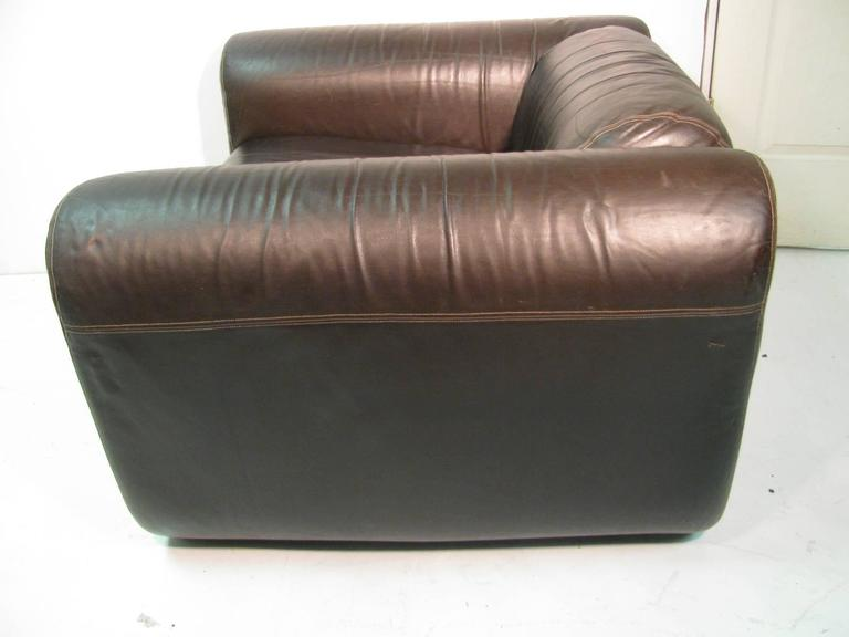 Fabulous pair of brown leather lounge chairs by Stendig. In the style of the Cumulus Group that was created by Italian designers Sergio Mazza and Giulano Gramina for Stendig.