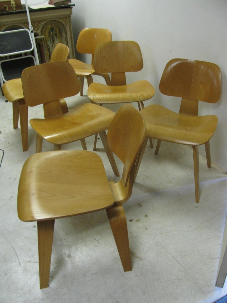 Mid-Century Modern Set of Six Charles and Ray Eames DCW Oak Dining Chairs for Herman Miller For Sale