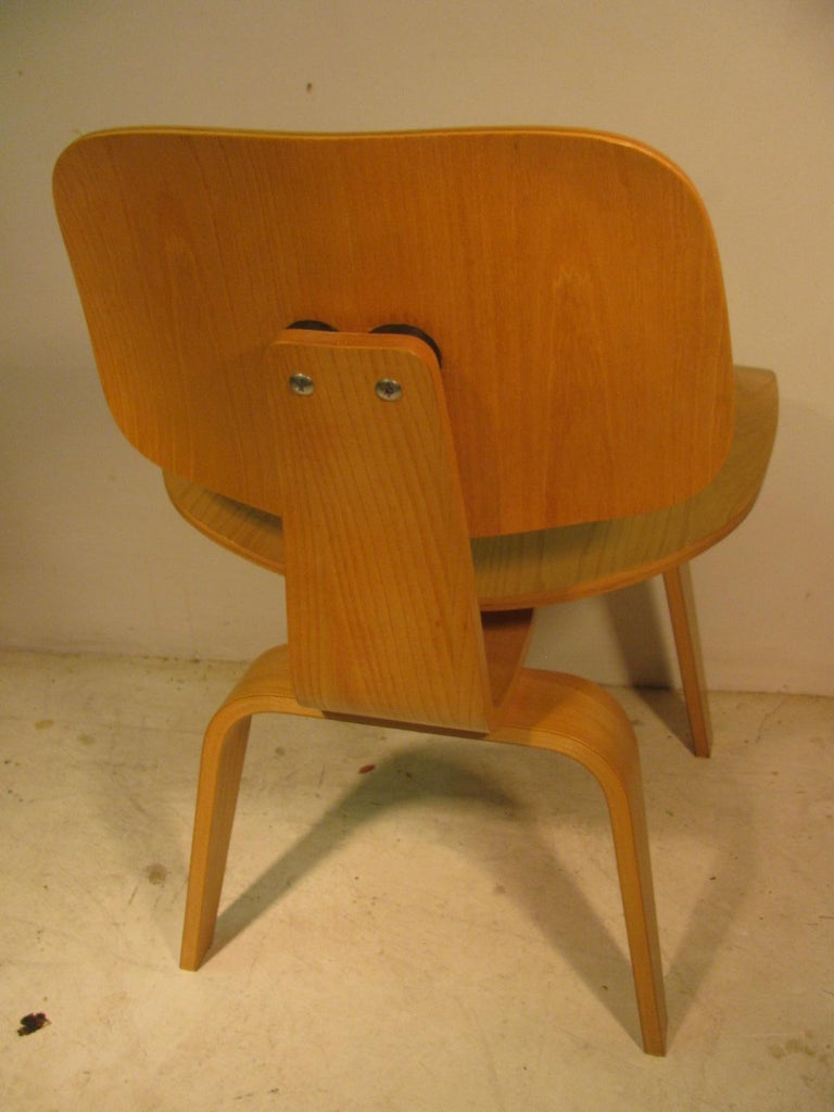Set of Six Charles and Ray Eames DCW Oak Dining Chairs for Herman Miller For Sale 1