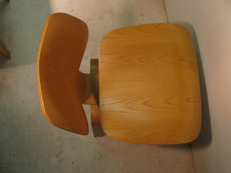 Late 20th Century Set of Six Charles and Ray Eames DCW Oak Dining Chairs for Herman Miller For Sale
