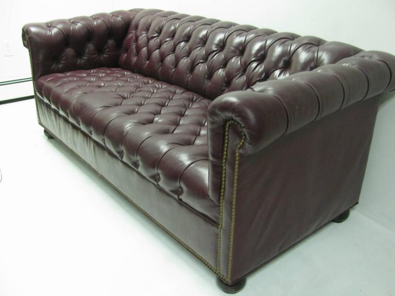 Mid Century Chesterfield Leather Two-Seat Sofa in Burgundy Red For Sale 2