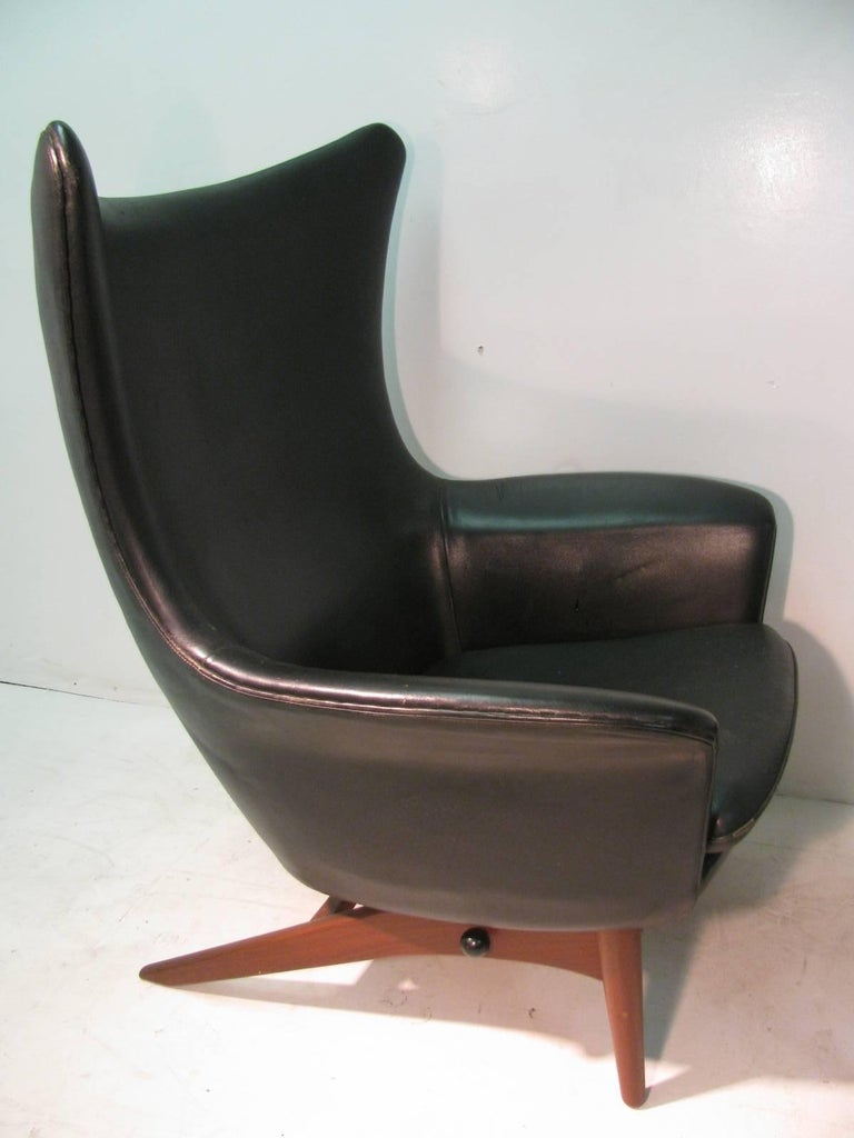 H w klein mid century modern reclining leather lounge for Modern leather club chair
